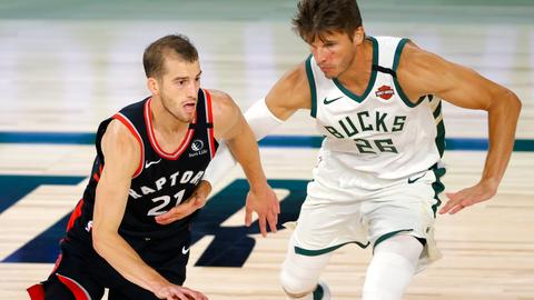 Raptors beat Bucks in NBA matchup of top teams from east