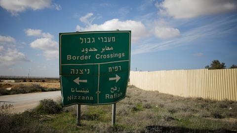 Israel closes one of Gaza's main border crossings