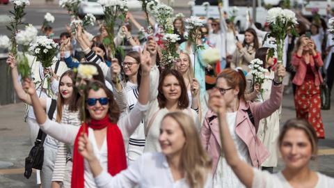 Belarus women form 'lines of solidarity' against protest crackdown