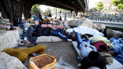 Police evict thousands of migrants from north Paris sidewalks
