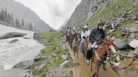 Hindu pilgrims killed in Kashmir militant attacks