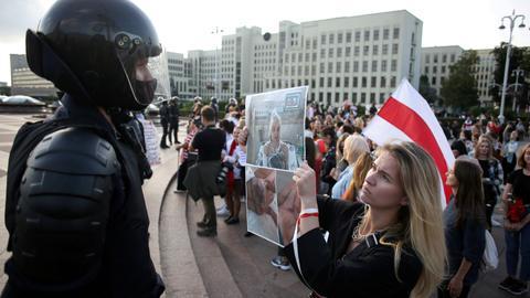 Belarus leader Lukashenko belittles protests as US plot