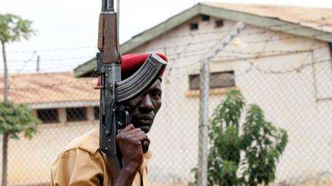 Hundreds of prisoners escape Uganda prison