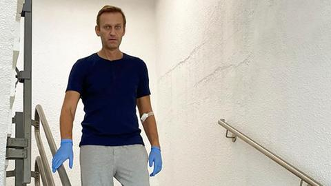 Kremlin critic Navalny now able to walk, posts photo