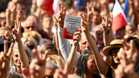 Thousands in Poland protest government judicial reform plans