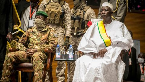 Retired colonel, junta leader sworn in for Mali's interim government