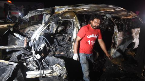 Pakistan van inferno kills several passengers