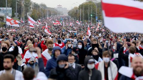 Police detain hundreds as Belarusians hold 'people's inauguration' march