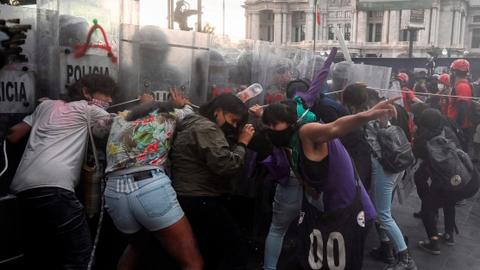 Police in Mexico clash with pro-abortion rights protesters