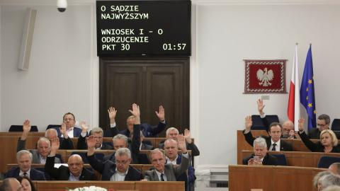 Poland's lawmakers approve judicial reforms defying protests