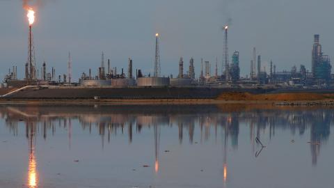 US weighs financial sanctions to hit Venezuela's oil revenue