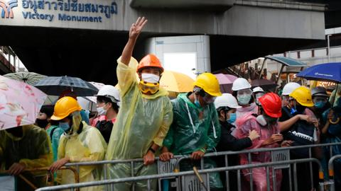 Thai PM reconvenes parliament as protesters ramp up pressure