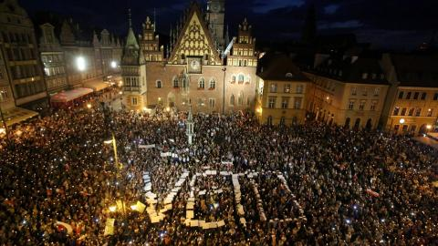 Polish court overhaul meets growing wave of protests