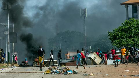 Conde leading in Guinea's partial vote tally amid post-election violence