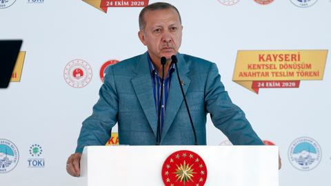 Erdogan warns of Europe's self-destructive Islamophobia