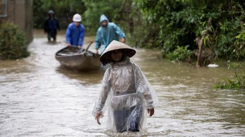 Bracing for Typhoon Molave, Vietnam prepares to evacuate 1.3 million people