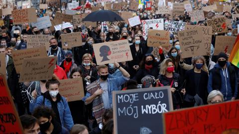 'Enough is enough': Thousands protests abortion law in Poland