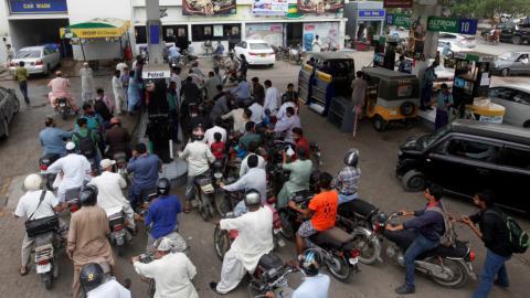 Pakistan fuel tanker owners end strike
