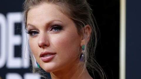 Taylor Swift bags top prize at American Music Awards