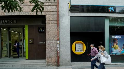 Spanish banks seek mergers as outlook darkens