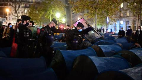 Paris police use tear gas to disperse migrant camp