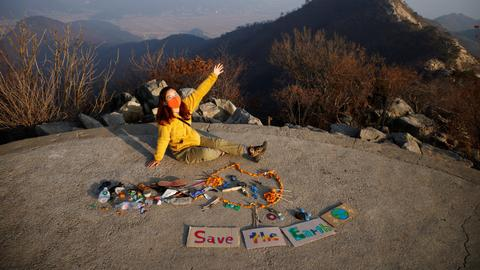 South Korean hiker turns trash into art with inspiring messages