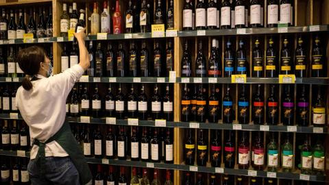 Australia-China relations in freefall as Beijing hikes wine tariffs