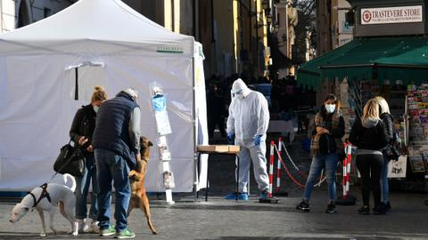 Italy reports more than 800 new deaths from Covid-19 – latest updates