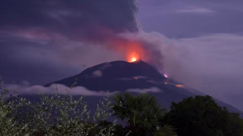 Thousands evacuated as Indonesia volcano erupts