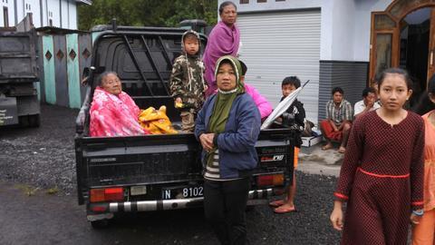 Increased activity in Indonesia's volcanoes sends thousands fleeing