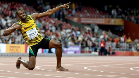Bolt kicks off defence of world 100m title