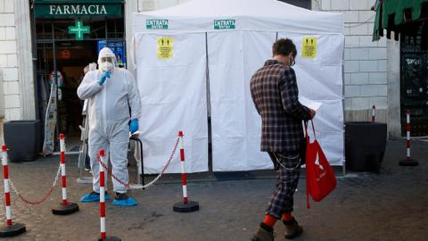 Italy records more than 800 new Covid-19 deaths – latest updates