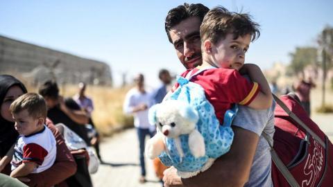 Over 850,000 refugees in Turkey to get debit cards