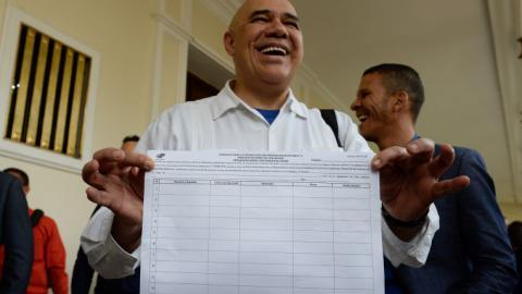 Venezuelan opposition gets form to start Maduro recall