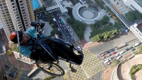 Wheelchair climber attempts to scale Hong Kong skyscraper