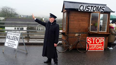 UK guarantees soft border with Ireland