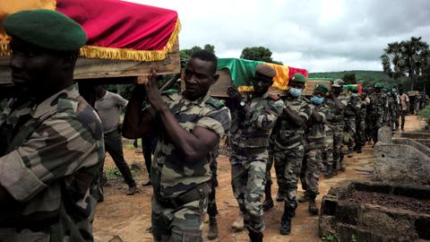 Twin militant attacks target soldiers in Mali