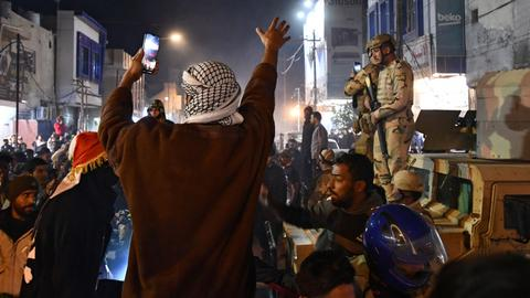 Several protesters die, dozens injured in clashes in Iraqi city