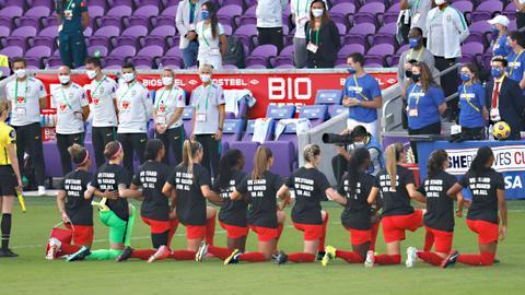 US football federation scraps ban on anthem-kneeling