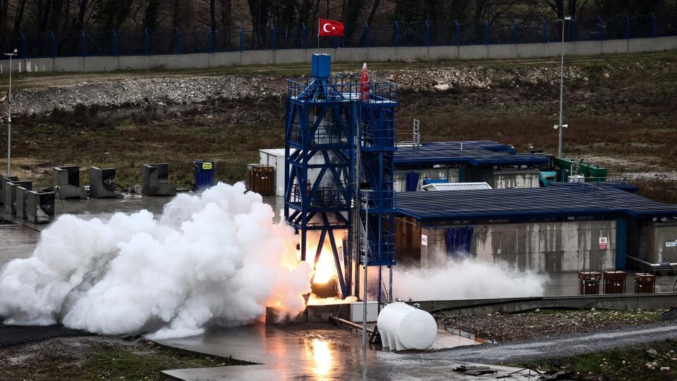 Turkey succeeds in testing hybrid rocket engine for the moon landing