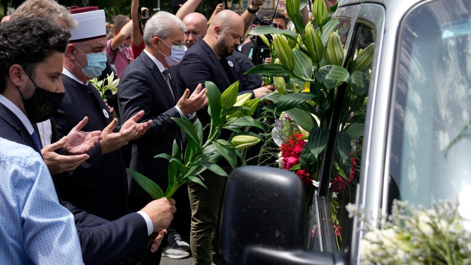 Bosnia sends 19 Srebrenica massacre victims for burial on anniversary