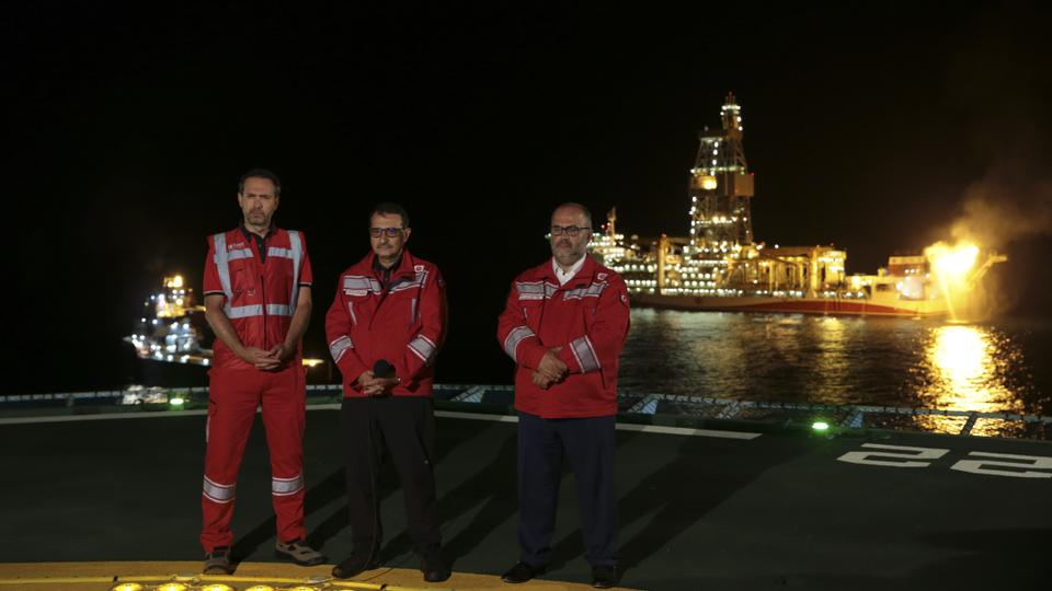 Energy and Natural Resources Minister Fatih Donmez (center) stands on the deck of the Fatih drilling vessel as he attends the Sakarya gas field flaring ceremony in Zonguldak.