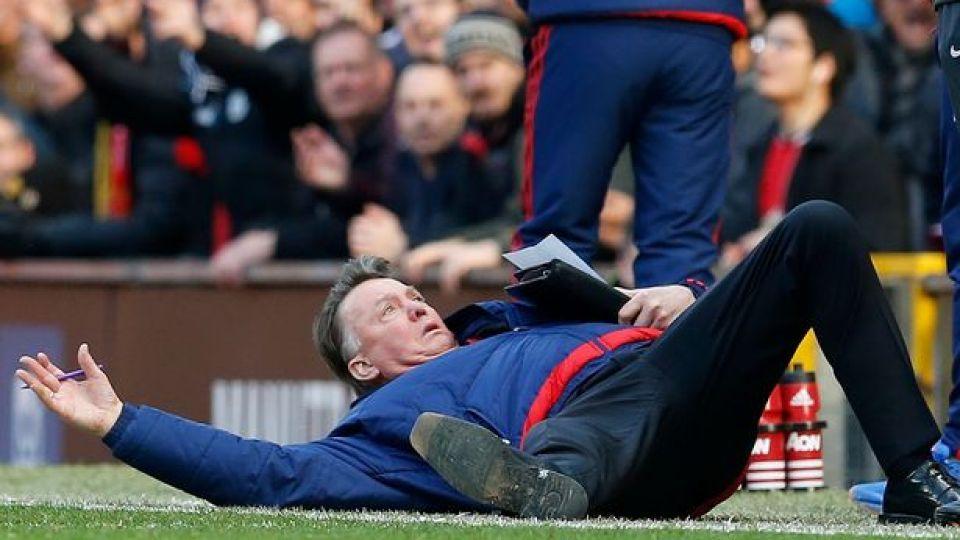 Manchester United Sacks Louis Van Gaal