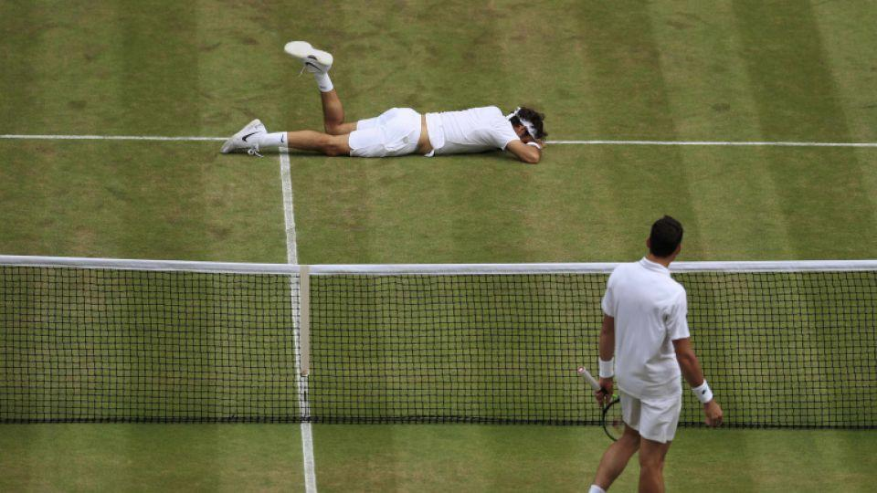 Raonic too strong for Federer at Wimbledon