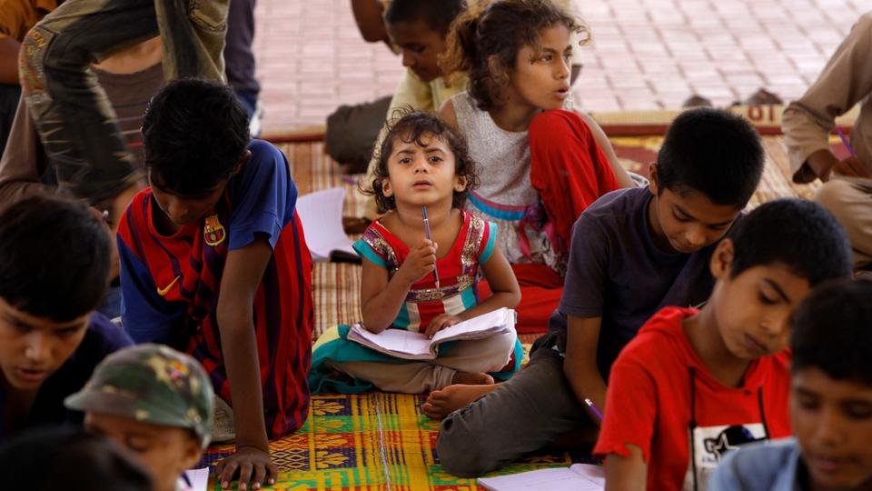karachi s footpath school offers hope to street children