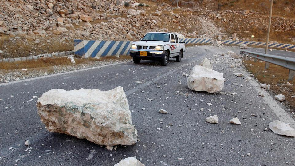 Rocks are seen on the road after an earthquake near the Darbandikhan Dam, close the city of Sulaimaniyah, in the semi-autonomous Kurdish region, Iraq November 13, 2017.