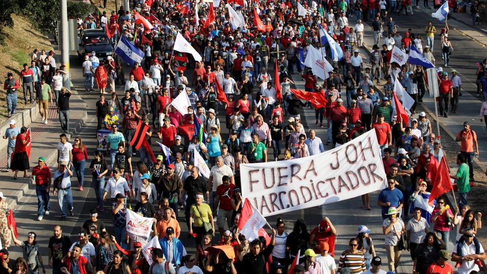 Supporters of opposition candidate Salvador Nasralla march to protest the re-election of Honduras' President Juan Orlando Hernandez in Tegucigalpa, Honduras on January 12, 2018.