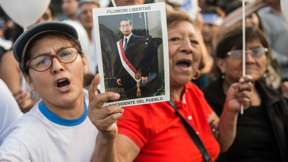 Demonstrators hold a march in favor of the pardon of former Peruvian President Alberto Fujimori in Lima, on January 12, 2018.