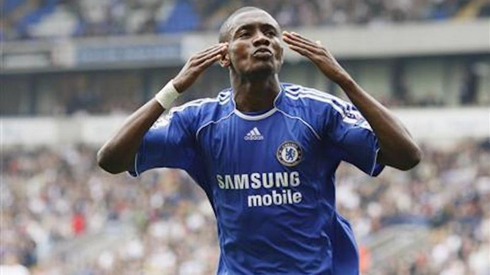 Chelsea's Salomon Kalou celebrates after scoring during their Premier League football match against Bolton Wanderers in Bolton, northern England on October 7, 2007.