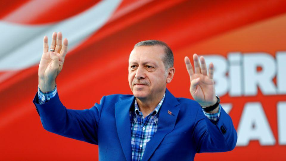Turkey's President Recep Tayyip Erdoğan greets people at the United Solidarity and Brotherhood rally in Gaziantep, Turkey, August 28, 2016.
